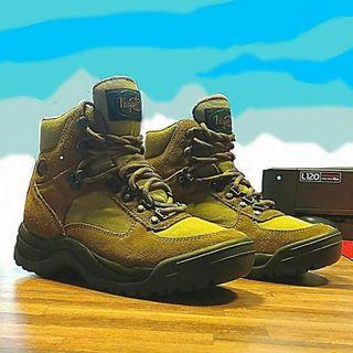 Sepatu hiking vasque