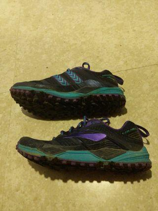 🚚 Female Brookes Cascadia Trail Running Shoe