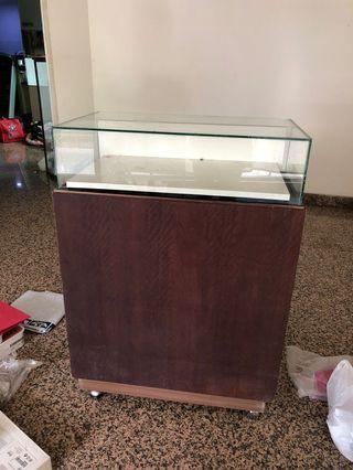 Meja display toko