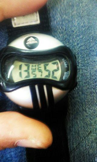 Jam tangan adidas digital vintage