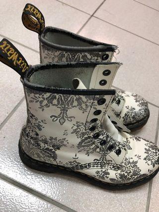 Dr.Martens 限量版女鞋