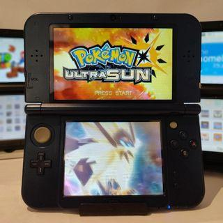Nintendo 3ds ( Modded ) + Pokemon Ultra Sun / Moon + 800 Games + Charger + Case