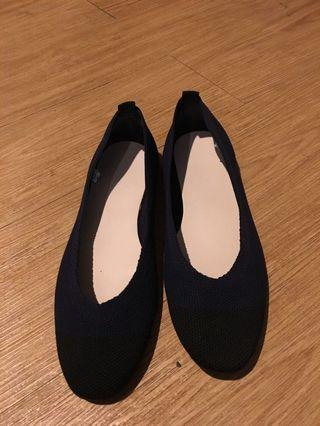 🚚 韓國🇰🇷設計師限量鬆緊休閒鞋