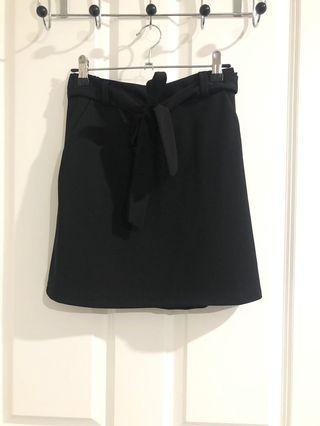 Size 8-10 - front tie mini skirt - Boohoo
