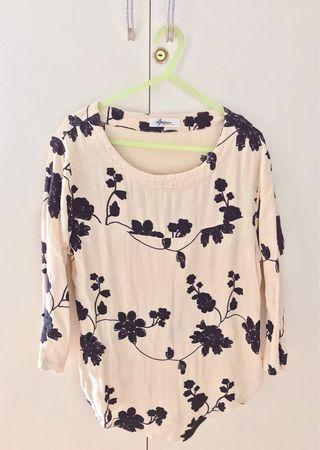 Embroidered Blouse FREE SF MM!! ❤️