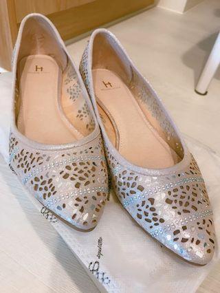 HELENE SPARK 水鑽羊皮尖頭楔型鞋