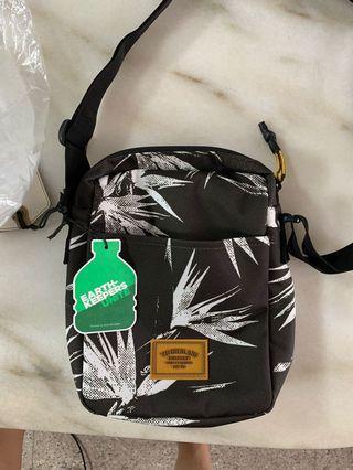🚚 Camo Sling Bag