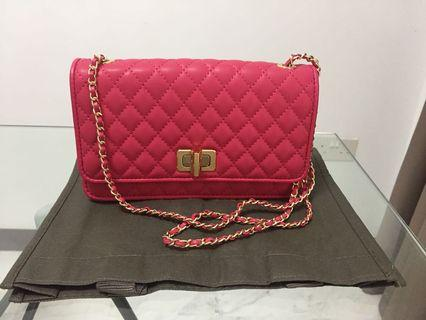 🚚 Charles & Keith quilted chain strap bag