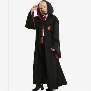 🚚 Gryffindor Cloak and Tie Rental