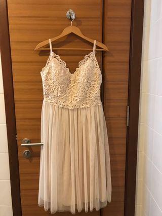 🚚 Beautiful, Cream gown 3/4 length