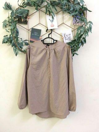 Basic baby button blouse