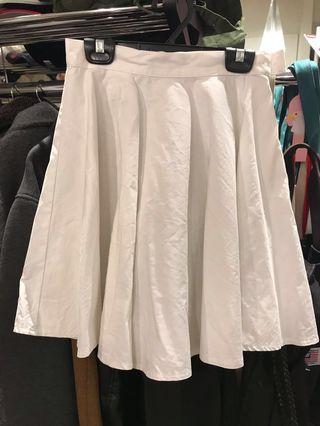 🚚 SISLEY 純白短圓裙
