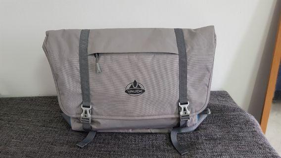 Vaude light weight messenger bag