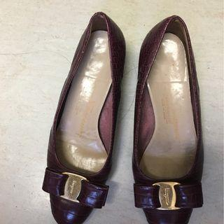 Salvatore Ferragamo Purple Vara pumps 4C