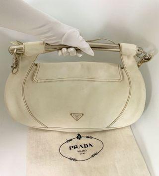 SOLD 已售 💯真品Auth 大特價SALE Prada ivory 2 ways leather Bag 罕有款式銀色手柄全真皮米白色手袋可側咩