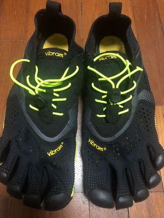 🚚 Vibram shoe