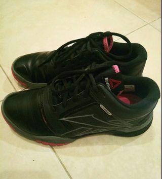 Sepatu olahraga hitam sneakers original reebok