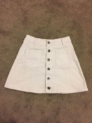 Size 6 white denim button up skirt, excellent condition