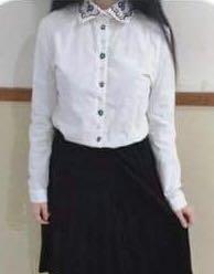 🚚 花朵刺繡白色挺版襯衫