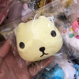 🚚 wts white kapibarasan head bun squishy