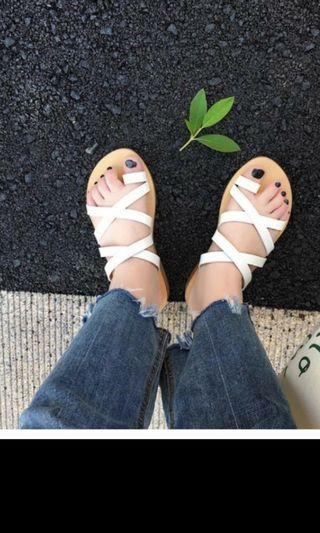 🚚 白色細帶拖鞋