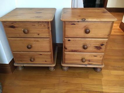 🚚 Bedside tables with drawers x 2