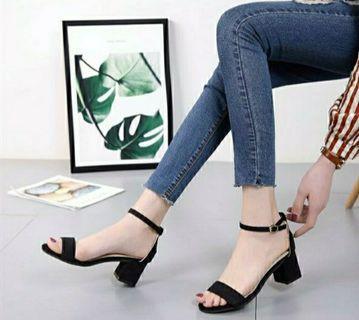 🚚 Black High Heels
