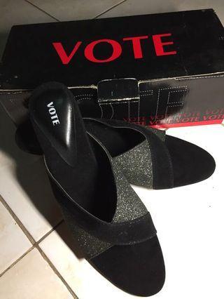 Vote's sandals