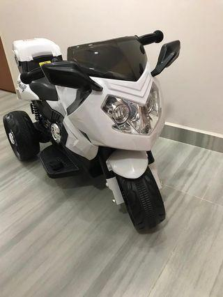 *Limited Time Sale* Rechargeable children motorbike (toy, electric scooter , bicycle, outdoor, electrical , toy r us )