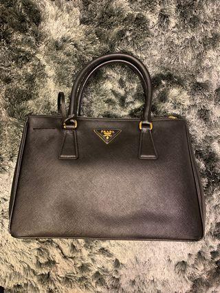 🚚 Prada Saffiana Leather Tote