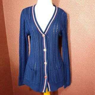 🚚 Navy v neck knitted sweater cardigan with side pockets.