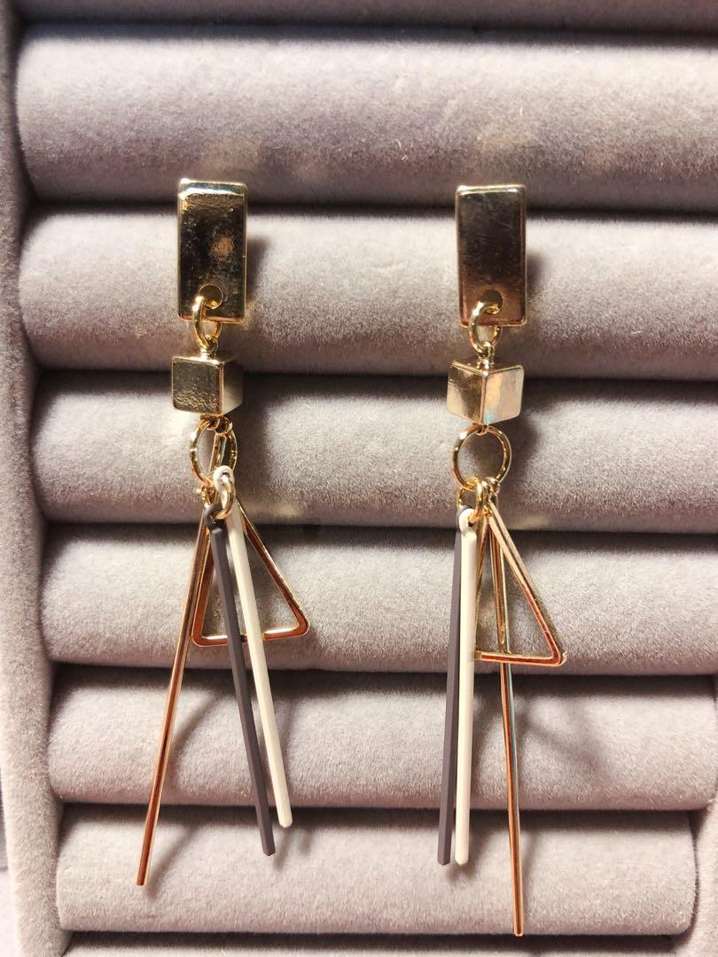 三角流線耳環