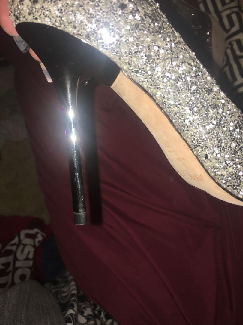 Jimmy Choo heels. Gift & I don't have the box or dust box. Size 6.5. Open to negotiation