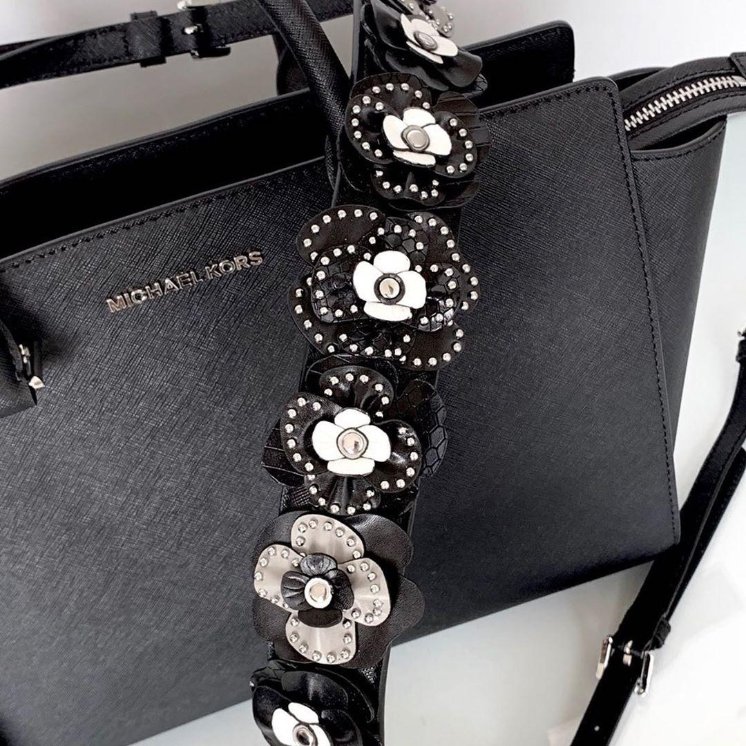 MK SELMA LARGE TOPZIP SATCHEL BLACK SZ 33/38x25x14cm with two long straps (plain black strap and floral strap)