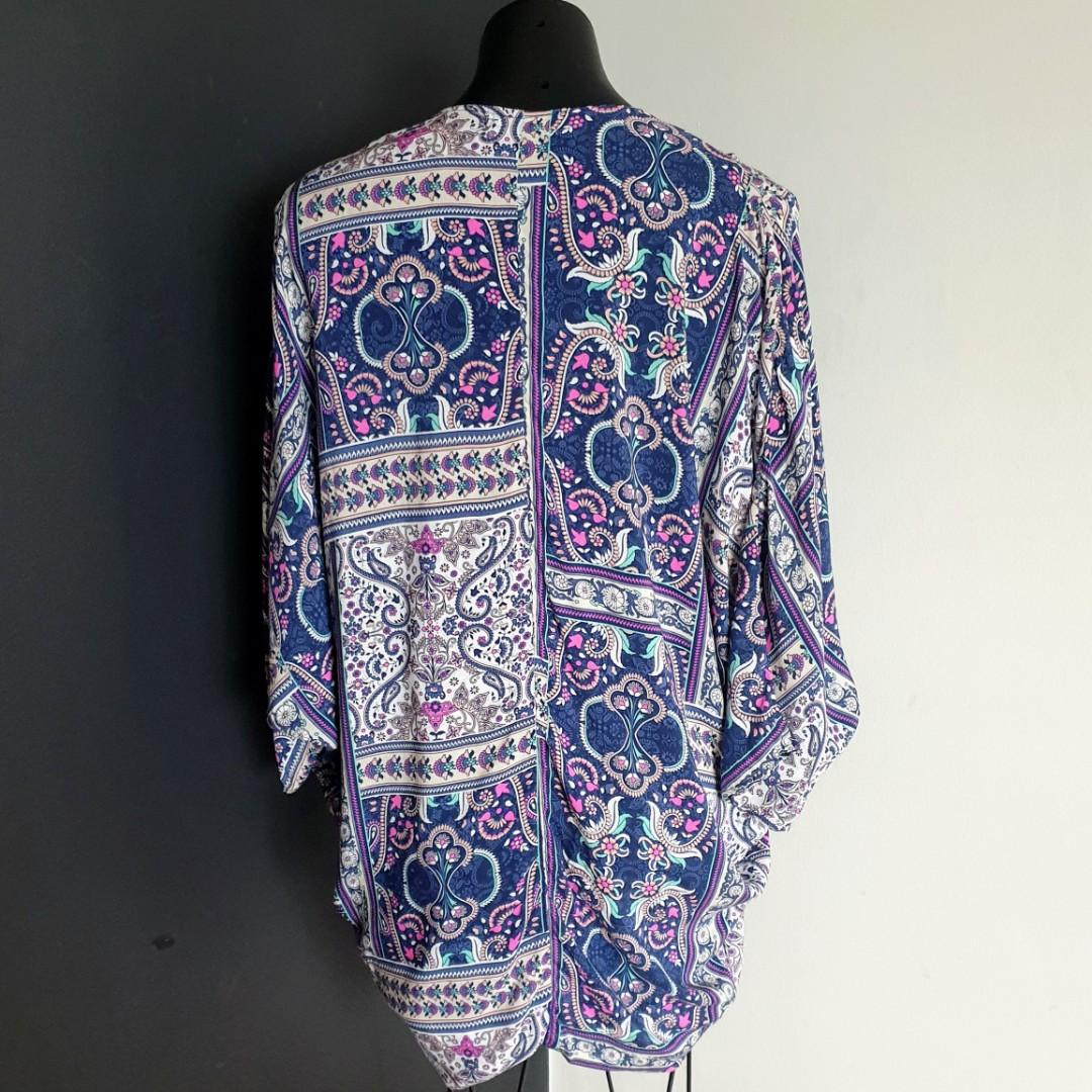 Women's size S 8-12 'COTTON ON' Stunning multicoloured bohemian batwing sleeve summer jacket- AS NEW