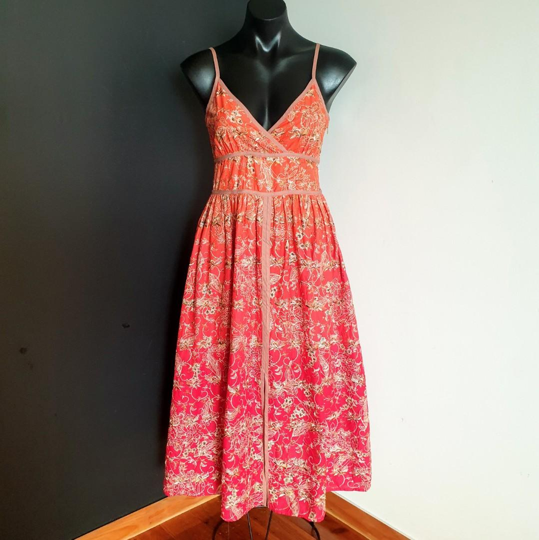 Women's size S 'TABLE EIGHT' Stunning ombre embroidered fit and flare dress with front slit - AS NEW