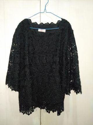 Black Lace Top / Atasan brukat size 48
