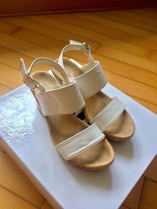 白色2.5吋鬆高鞋