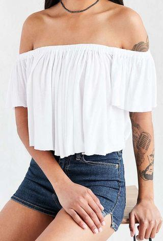 URBAN OUTFITTERS - Lola White Off The Shoulder Top