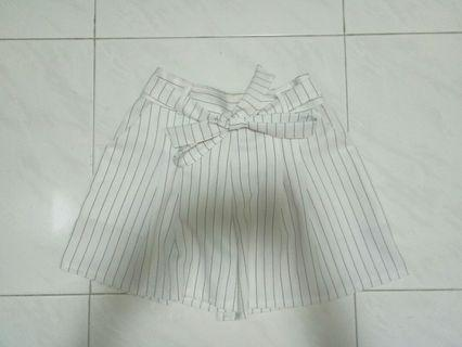 white with black striped paperbag short