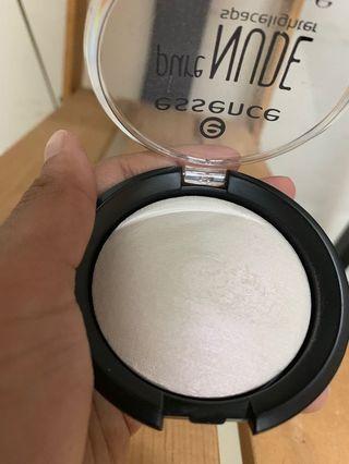 Essence shimmering highlighter
