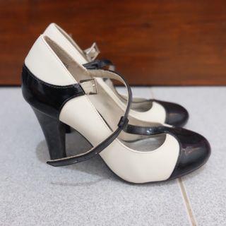 (SALE 3 HARI) High Heels Hitam Putih