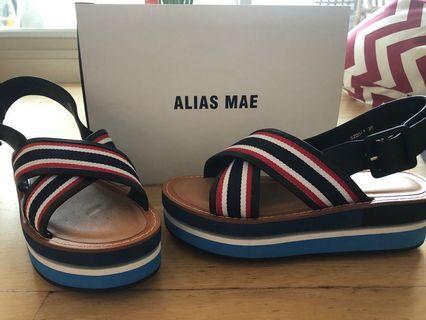 Alias Mae flatforms