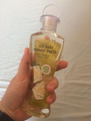 Air Mawar Putih Mustika Ratu