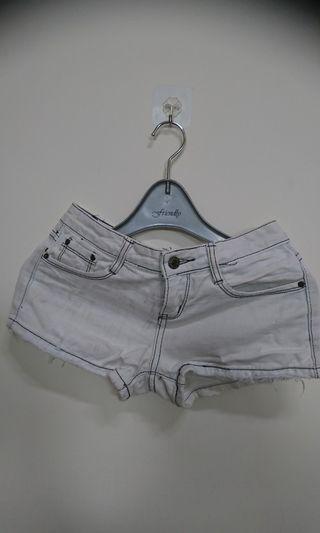 時尚休閒白色牛仔短褲(腰寬37 長27cm)