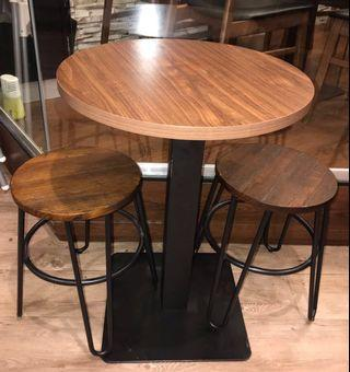 🚚 Round Dining Table