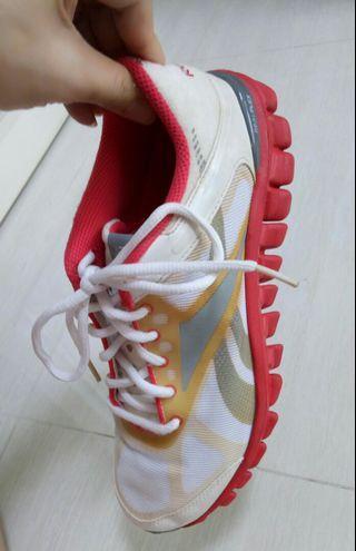 Reebok Realflex Sneakers (FREE Mailing! 😊)
