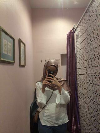 Uniqlo white blouse #ramadan75