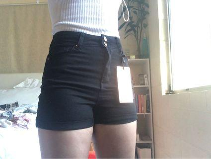 DENIM BLACK SHORTS