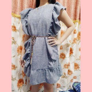 Baju dress wanita rumbai atau kerut warna abu abu